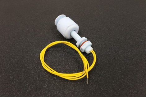 Side mounted float switch for water level sensing green