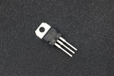 TIP42 PNP Transistor