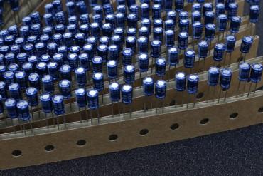 ELNA 10uf 16V Electrolytic Capacitor