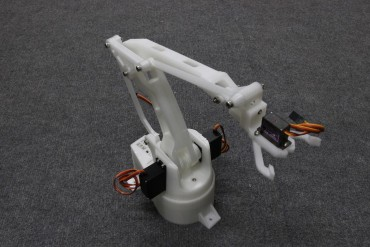 3D Printed Robot Arm Frame with Servos